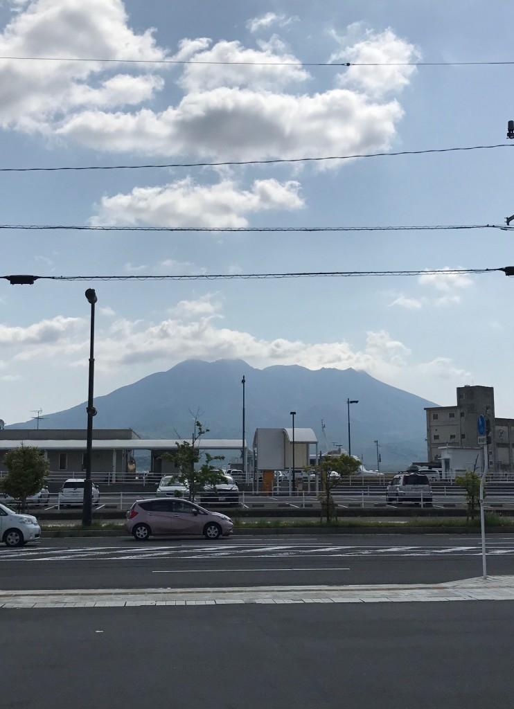 4月の噴火回数21回爆発的噴火19回を含む
